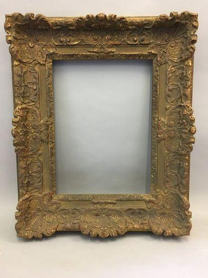 *Cadre en bois et stuc doré, décor Bérain....