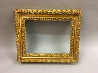 *Cadre en bois sculpté et doré dit Salvator...