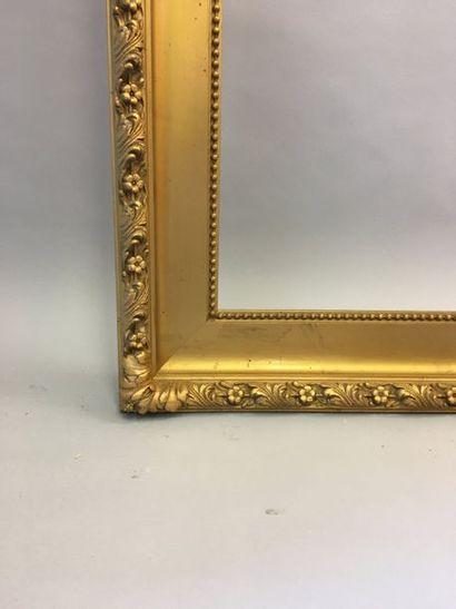 *Grand cadre en bois et stuc doré. Italie,...