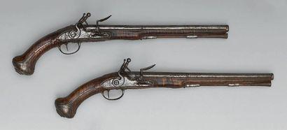 Grande paire de pistolets à silex, canons...