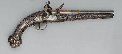 Oriental flintlock pistol, barrel with sides then round engraved on the first third...