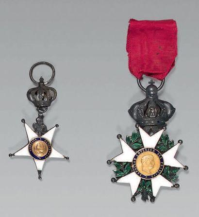 Une croix de l'ordre de la Fidélité en argent...
