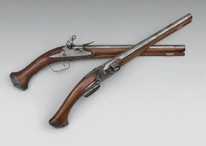 Rare grande paire de pistolets d'officier...