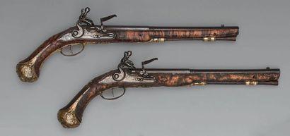 Grande paire de pistolets à silex, canons à deux registres, bleuis, à pans puis...