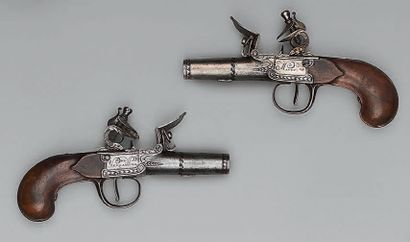 Paire de petits pistolets de poche à silex...
