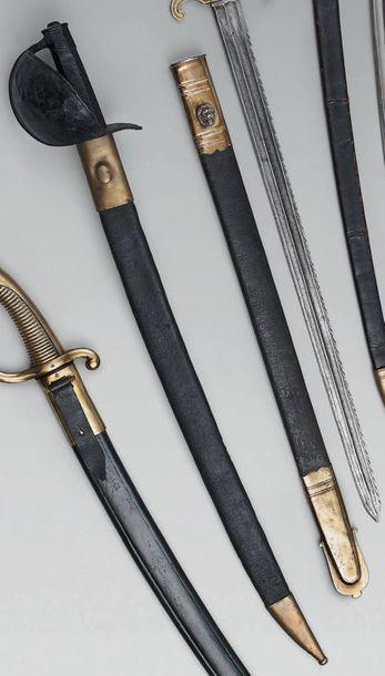 Sabre de bord modèle 1811, garde en fer à coquille laquée noir, quillon à palmette;...