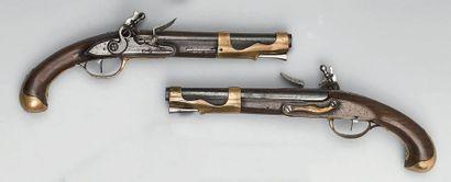 Rare paire de pistolets à silex d'officier...