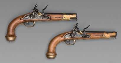 Beautiful pair of guard pistols of the King's body, first model, guns with sides...