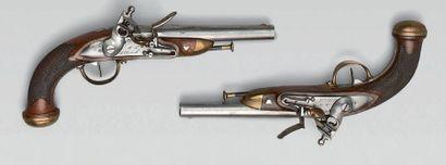 Paire de pistolets d'officier à silex modèle...