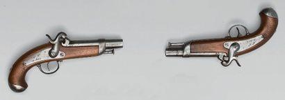 Paire de pistolets à percussion de gendarmerie...