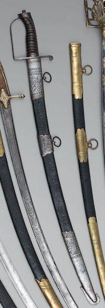 Sabre d'officier de cavalerie légère, garde en fer à une branche, calotte à longue...