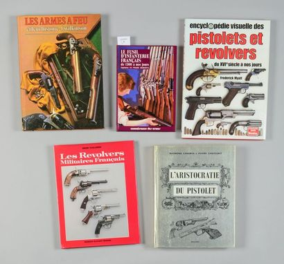 Cinq volumes: Henri Vuillemin, Les revolvers militaires français; Frédérick Myatt,...