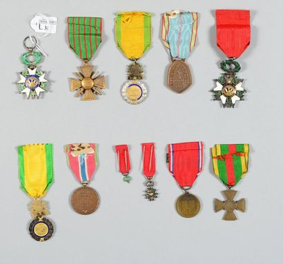 Lot de onze médailles commémoratives et décorations, de 1914/1918 et 1939/1945;...