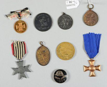 Huit médailles commémoratives allemandes de la guerre de 1914/1918 et un insigne...