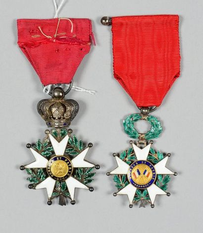 Deux croix de chevalier de l'ordre de la Légion d'honneur: l'une au modèle de la...