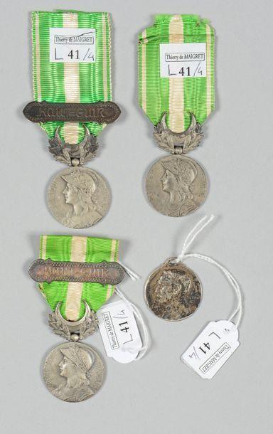 Trois médailles de la campagne du Maroc (1909)...