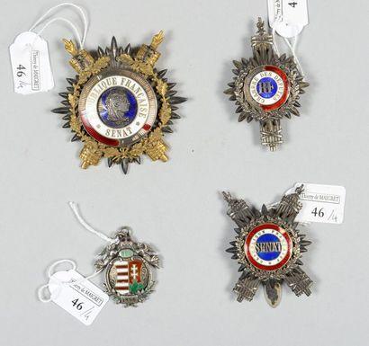 Trois insignes de parlementaire: un d'écharpe...