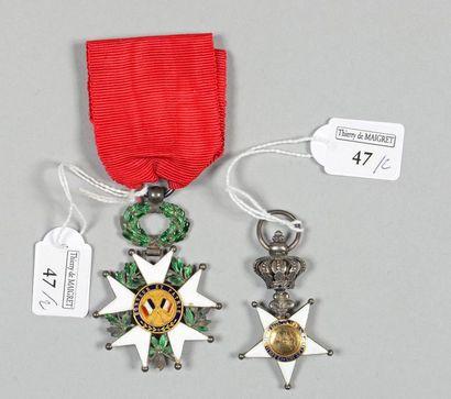 Une croix de l'ordre de la Fidélité en argent, centres en or, largeur 30mm (manques),...