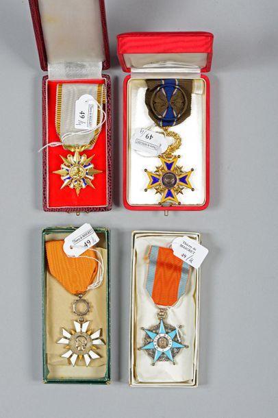 Quatre croix d'ordres civils: une de chevalier...