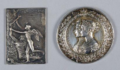 Deux médailles: une en argent, britannique,...