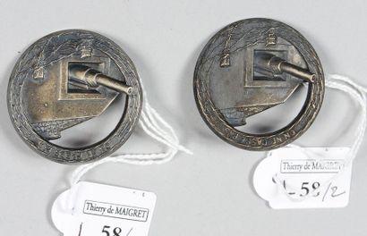 Deux insignes en métal argenté, estampé,...