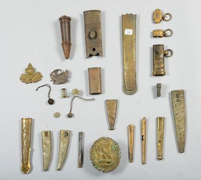 Lot de cuivreries et de pièces détachées...