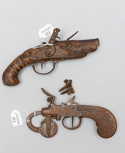 Un petit pistolet de poche à silex, canon...