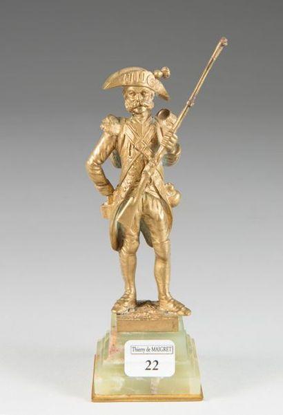 Petite statuette en bronze doré représentant...