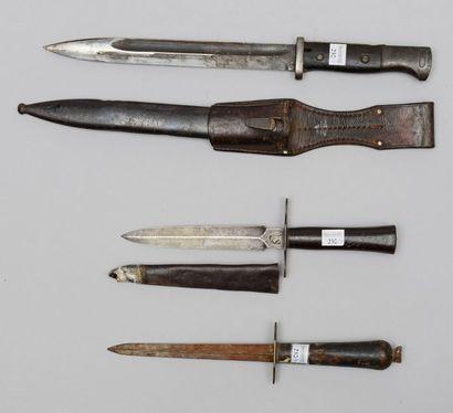 Une dague de tranchée (1914/1918), lame poinçonnée...