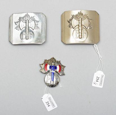 Deux plateaux de ceinturon de gendarmerie,...