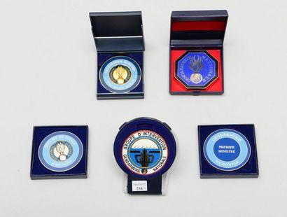 Cinq médailles de table ou presse-papiers...