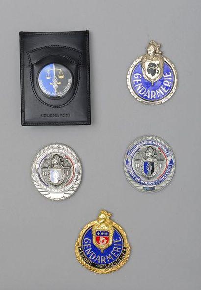 Quatre plaques de fonction de la gendarmerie...