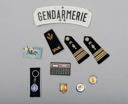 Lot d'objets divers de la gendarmerie : une...