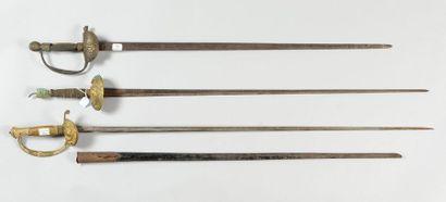 Trois épées à clavier incomplètes, une du...