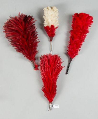 Ensemble de quatre plumets de shako, trois...
