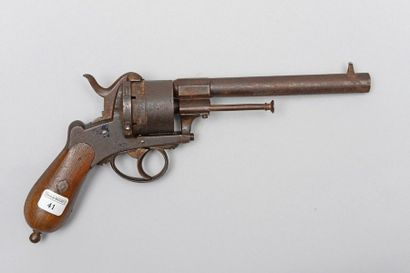 Un revolver système Lefaucheux, cal. 12 mm...