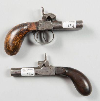 Deux petits pistolets coups de poing à percussion,...