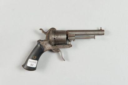 Petit revolver à broche, système Lefaucheux...