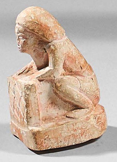 Statuette miniature d'un orant accroupi tenant...