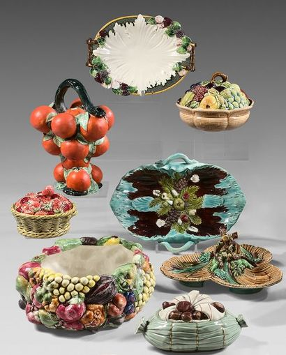 FRANCE, ITALIE ET DIVERS Set of pieces in slip with relief and polychrome fruit decoration,...