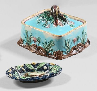 EUROPE A set of slip with polychrome decoration in natural colour of various fish...