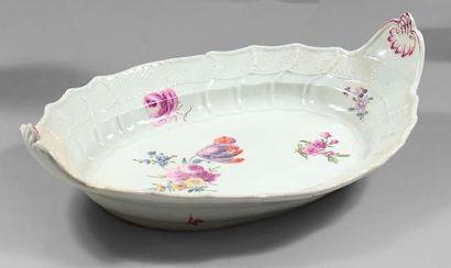 MEISSEN Plat ovale à deux anses en porcelaine à bordure osier et motifs torsadés,...