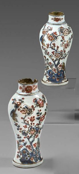 ANSBACH ou BERLIN Pair of small baluster-shaped vases decorated in light relief with...