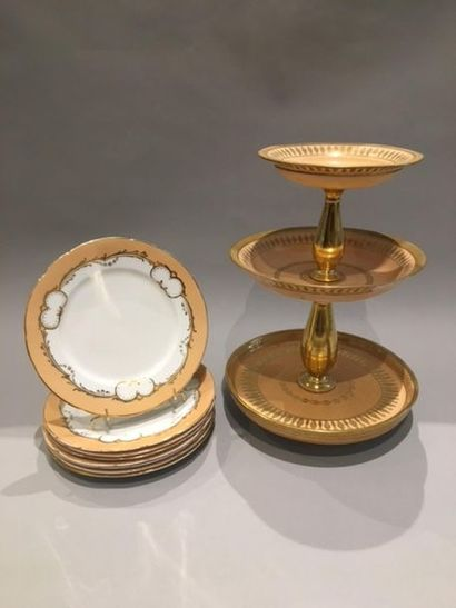 PARIS Piece of especially porcelain table with three shelves, the golden barrels,...