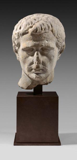 Tête d'Auguste Marbre gris. Fêlure et restaurations....