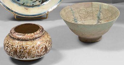 Vase boule en céramique lustrée, Iran safavide,...