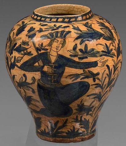 Vase en céramique à décor peint en bleu,...