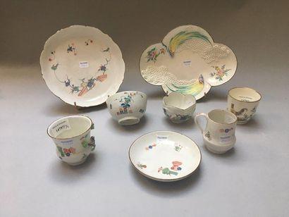 CHANTILLY Ensemble de porcelaines à décor Kakiemon dit «aux cailles», «aux gerbes...