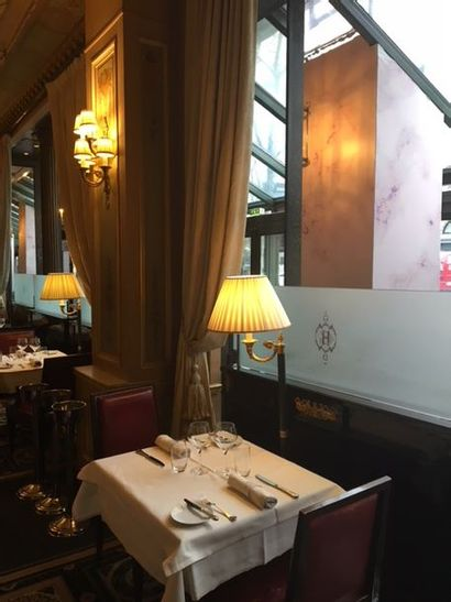 Mobilier du Café de la Paix et de l'Hôtel...
