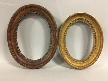 Two monoxyl oval frames in carved and gilded...